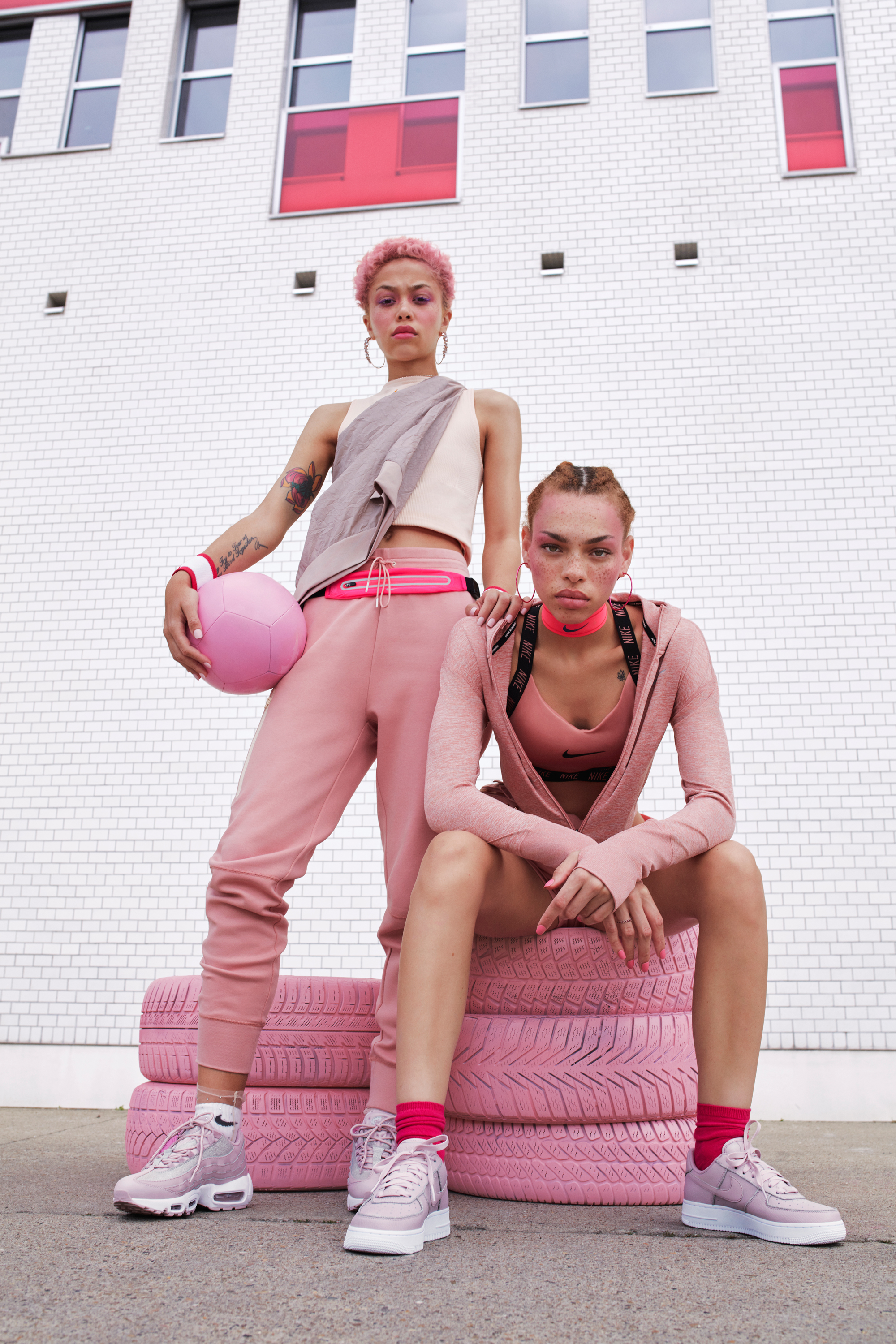 180618_NIKE-F18_S05_Pink_is_Power_Look07-08_1216_F3